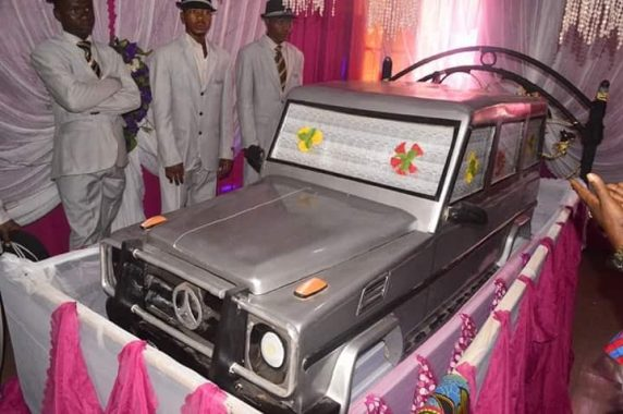 This G-wagon coffin in Anambra.