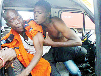 Lagos traffic fight scene. Zikoko half-naked