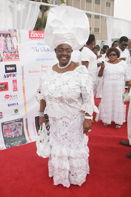 When her gele added the extra drama her all-white outfit needed.